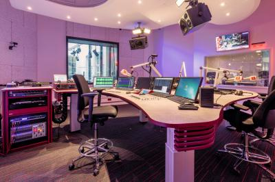 RTV Drenthe On-Air studio 1 turn-key inrichting, akoestiek en console