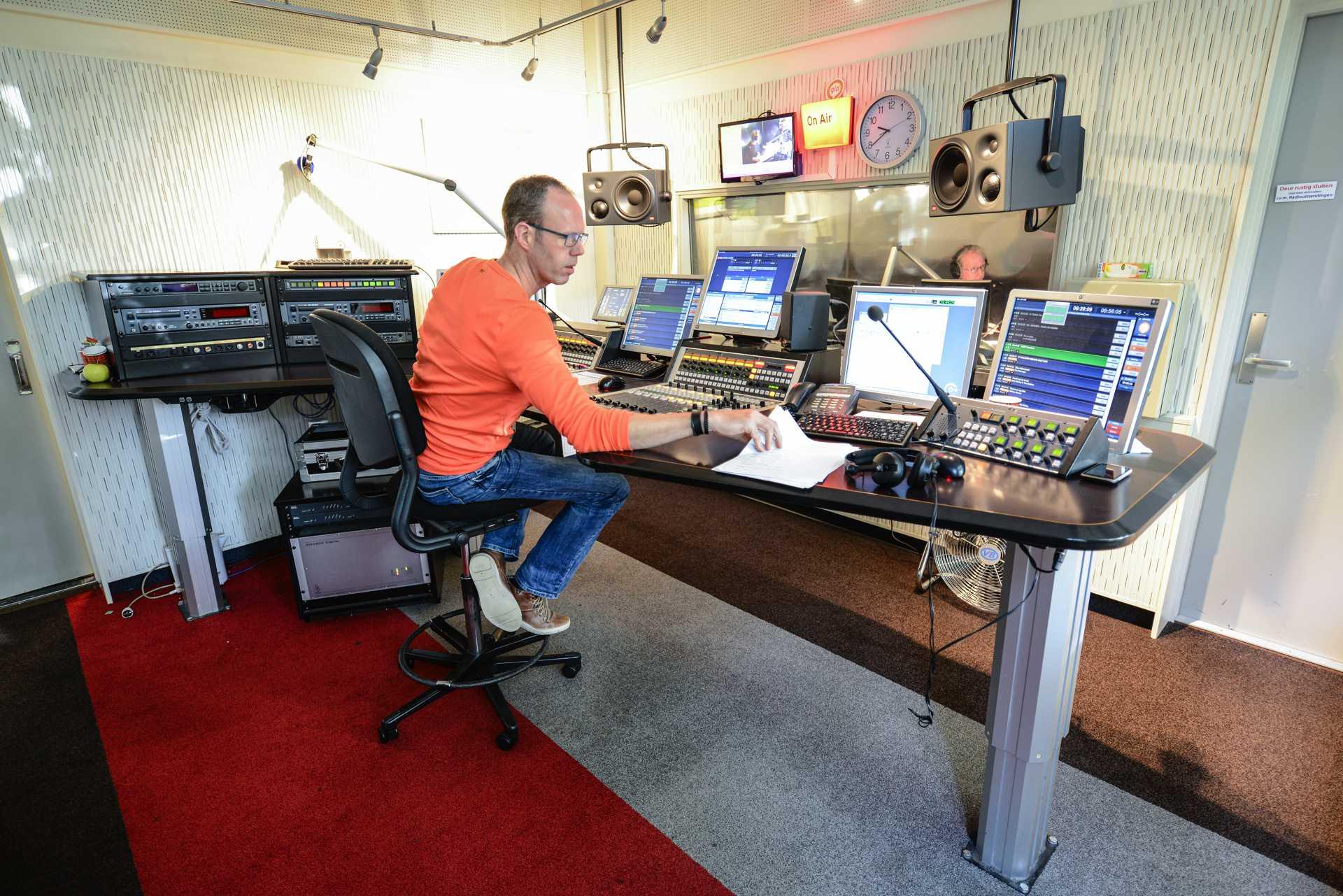 Radio omroep gelderland studio 4 kb mf - Studio meubels ...